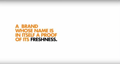 製造時間により商品名が変わり、それが最も新鮮なオレンジジュースだということを証明する!